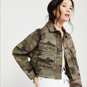Abercrombie Oversized Cropped Twill Camo Jacket